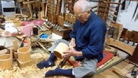 【日本の工芸】   昔ながらの 日本式バケツの桶を 手芸で作る職人の動画。     海外の反応