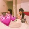 武藤十夢さん(22)に食べ物をわけてあげる久保怜音ちゃん(13)と千葉恵里ちゃん(13)が可愛い!
