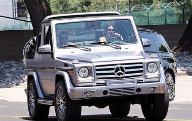 『【新恋人発覚…!?】ケンダル・ジェンナーがNBAプレイヤーのデビン・ブッカーとドライブデート!Kendall Jenner drives Devin Booker』の画像