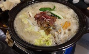 鍋のスープを味付けする方法を質問