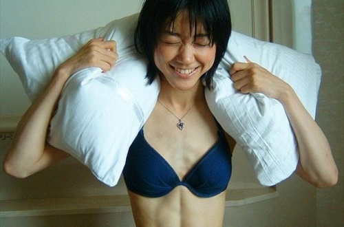 女の縦割れ腹筋H過ぎだろwwwwwwwwwwwwwwwwwのサムネイル画像