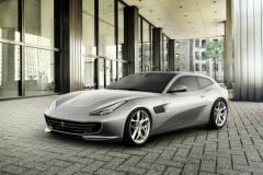 Ferrari「GTC4ルッソ T」世界初公開! 日常の市街地走行に適している