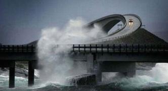 【海外】波がすごすぎ!