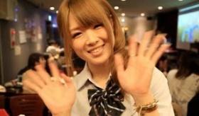 【日本の店】      秋葉原の 「男の娘」 のメイド喫茶。   海外の反応