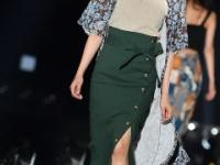 【日向坂46】キャプテンの胸元ざっくり&スリットスカートが綺麗すぎると話題に!!!!