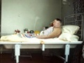 北朝鮮金正恩は回復していた 証拠の写真が公開される!病室のベッドの上でタバコを吸いお酒を飲む