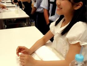 HKT48の握手会で矢吹奈子ちゃん(14歳・中2)がファンに「お仕事してるー?」と聞く無邪気っぷり