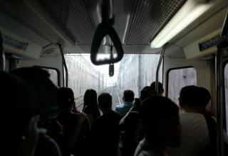 【悲報】フィリピンの電車、ちぎれる