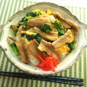 こってりフワフワ♪豚バラ肉と菜の花の玉子丼