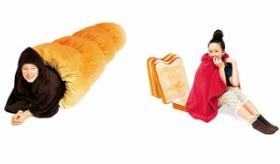 【商品】  日本で、トーストとパンケーキを型どった 寝袋やクッションが売られているぞ!   海外の反応