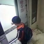【動画】中国、悪ガキにおちょくられたエレベーターがブチ切れ…!? 悪ガキの手に噛み付く…!