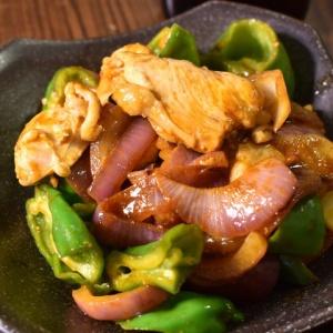 コクのある色合い♪鶏むね肉と紫玉ねぎのカレー炒め