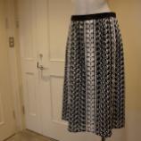 『DUAL VIEW(デュアルヴュー)ボタニカル刺繍スカート』の画像