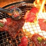 『焼き肉でやめてほしいアクション…第1位「肉を一度に大量に焼く」第2位「じか箸で肉に触る」第3位「自分で焼こうとしない」』の画像