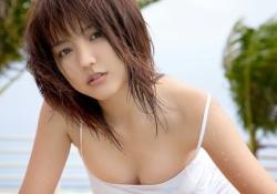 映画「パトレイバー」泉野明役の真野恵里菜さんのセクシーランジェリー姿