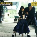 『【乃木坂46】人質の佐藤楓、めっちゃガニ股になっててワロタwwwwww』の画像