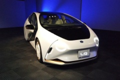 """トヨタ、EVコンセプト「LQ」人工知能""""ゆい""""と自動運転を搭載"""