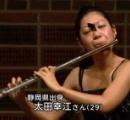 【チョースゴイ】日本人フルート奏者の顔に蝶とまるも動じず演奏し2位入賞!チョー凄い集中力発揮へ