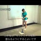 『マンションの掃除に使う掃除道具:モップ・デッキブラシと洗剤』の画像
