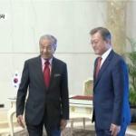 【動画】韓国、文大統領が「外交欠礼」、マレーシア首相にインドネシア語であいさつ [海外]
