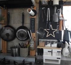 原状回復OK!つっぱり棒+有孔ボードでキッチンに簡単収納棚DIY