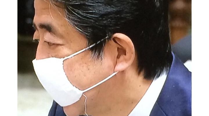 【悲報】安倍晋三さんのマスク、もう限界!?