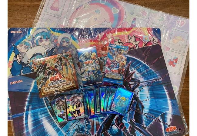 【悲報】KONAMIさん、遊戯王を始めたコスプレイヤーえなこさんに3万するスリーブと各種色々送ってしまう