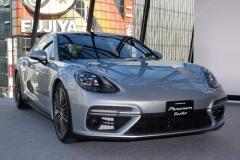 ポルシェ、新型「パナメーラ」日本初公開! 最高速度は時速306キロ