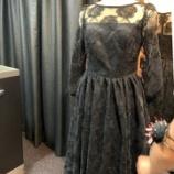 『店頭の新作ドレスを製作しています。』の画像