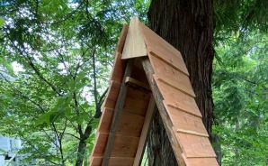 手作りした「三角形の薪小屋」