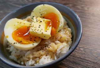 【画像】ツイッター「最高に美味しい卵かけご飯作ったよー」→16万いいね!→卵かけご飯協会ブチ切れ