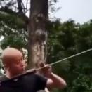 これがブレードマスター。剣を自由自在に操り踊るように闘う男。海外の反応