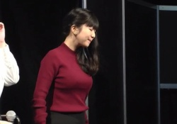 声優・茅野愛衣ちゃん(30)のセーターおっぱい姿で胸揺らしGIF動画がエロすぎると話題に