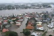 豪豪雨、ダム緊急放水で町水没停電する中、ワニが徘徊し数日中には竜巻も・・・・