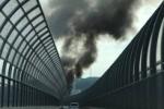大きな黒煙モウモウと。交野市、第二京阪国道のところで車両火災が発生して一時通行止めになってたみたい