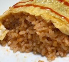 お米に混ぜて炊くだけ!?「チキンライスの素」でオムライス作った