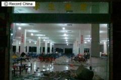 中国民度低すぎワロタ 中学生1000人が学食の値上げに反発して食堂を破壊する