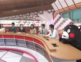 くまモンが「スーパーニュース」に出演、コメンテーター席に座る