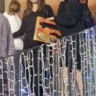 『【モデルガンを買い漁るシャイロちゃん…!?】アンジェリーナ・ジョリーが子供たちとおもちゃ屋さんにお出かけ!Angelina Jolie purchases toy guns for her kids』の画像