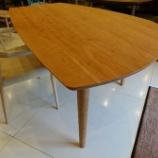 『土井木工のオリジナルミーオラウンドテーブル・ブラックチェリー・オイル仕上げが入荷』の画像
