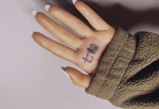 アリアナグランデさん日本が好きすぎて意味不明なタトゥを彫ってしまうwwwwww