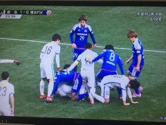 【 画像 】天皇杯・鹿島×横浜FMのワンシーンがまるでラグビーwww