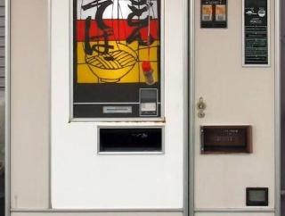 【速報】ガチの上級が住むマンションって1階に自販機があるらしい・・・