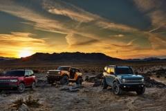 フォード、SUV「ブロンコ」復活! ドアも屋根も外せる斬新な構造 4ドアあり