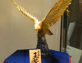 楽天優勝セールで価格770万円の純金製ワシが売れる!