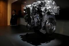 マツダ、とんでもないエンジンの開発に成功!燃費30%アップ!