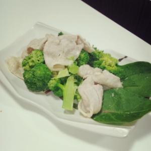 ブロッコリーと豚しゃぶのカレーサラダ