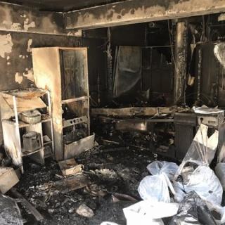 『【画像】ドールマニアさん、モバイルバッテリーで火事になり全てを失ってしまう』の画像