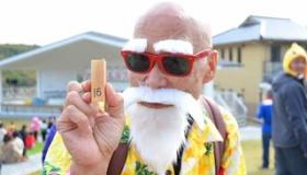 【コスプレ】  この老人は素晴らしい! 日本の 64歳男性 のコスプレが素晴らしいと話題に。   海外の反応