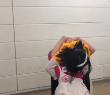 『【動画】譜久村聖と横山玲奈の再会ハグがアクロバティックすぎる件、かつ、加賀楓が号泣した件』の画像